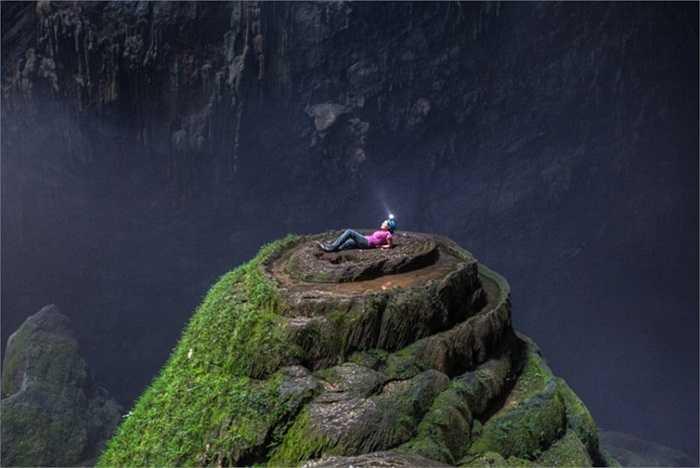 Hang Sơn Đoòng là một trong những hang động tự nhiên lớn nhất từng được tìm thấy trên thế giới. Người phát hiện đầu tiên là một nông dân tên là Hồ Khanh. Năm 1991, ông tình cờ trú mưa trong hang động này khi vào rừng tìm trầm