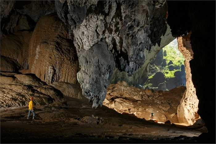 Mặc dù được phát hiện từ năm 1991, tuy nhiên, đến năm 2006, khi một đoàn thám hiểm của Hiệp hội Hoàng gia Anh tới tìm kiếm hang động mới ở Phong Nha - Kẻ Bàng, anh Khanh mới đem câu chuyện của mình kể cho họ nghe và đoàn thám hiểm đã quyết định đến đây