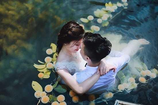 Nhân vật chính trong các bức hình này là Nguyễn Văn Hải (sinh năm 1985) và Đỗ Hải Anh (sinh năm 1991). Cặp đôi hiện sinh sống và làm việc tại Hà Nội.