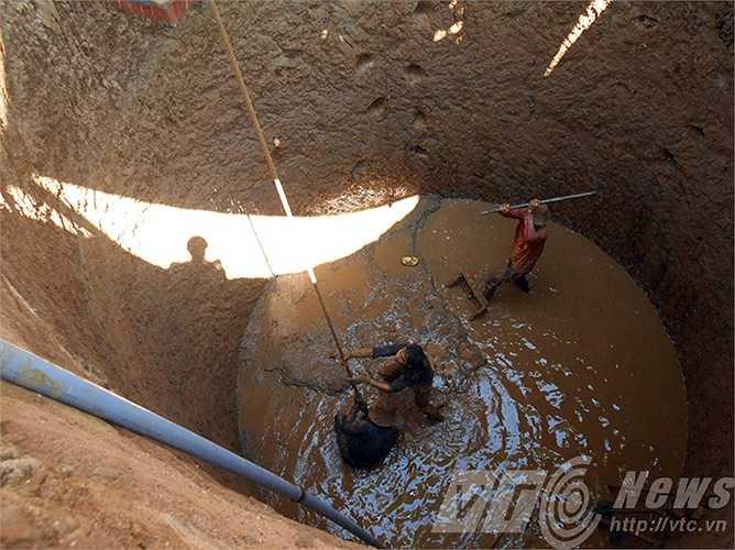 Những chiếc giếng này không chỉ để tưới cho hàng ngàn m2 diện tích hành, tỏi tại đây mà còn nuôi sống gần 22.000 cư dân trên đảo.