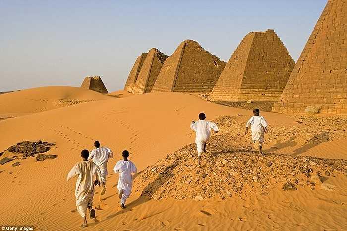 Nơi đây đã được UNESCO công nhận là di sản văn hóa Thế giới nhưng hiếm khi thấy có ai đến thăm. Điều này khác hẳn với sự nhộn nhịp ở khu vực kim tự tháp Ginza (Ai Cập)