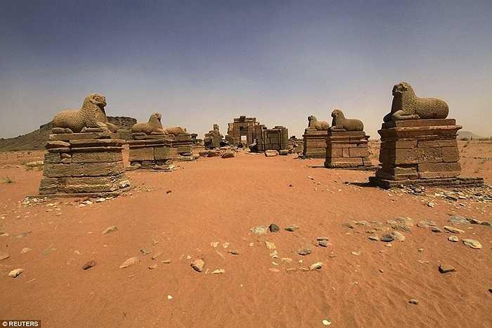 Những hình trang trí trên kim tự tháp và công trình chịu ảnh hưởng từ Ai Cập, La Mã, Hy Lạp, đó là những dấu tích vô giá