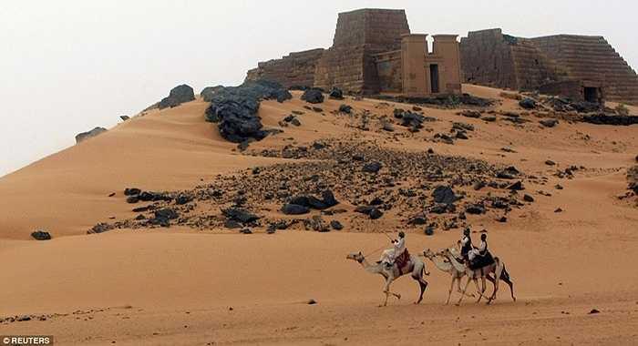 Số lượng du khách tới đây chỉ khoảng 15.000 người/năm, ít ỏi so với vẻ kỳ bí và hấp dẫn vốn có của Moere