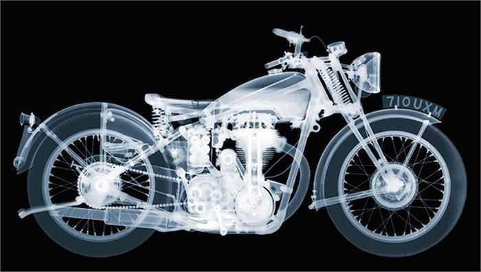 Veasey tìm thấy những chiếc xe cổ làm mẫu chụp thông qua một câu lạc bộ xe máy địa phương. Anh chụp ảnh xe trong studio của mình bằng cách sử dụng một máy X-quang có giá lên đến 500.000 USD.