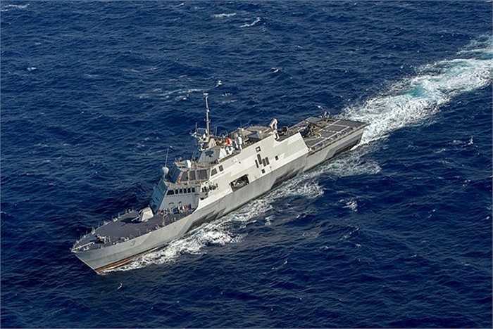 Hôm 13/5, Hải quân Mỹ thông báo tàu tác chiến ven bờ USS Fort Worth đã tới Philippines sau chuyến tuần tra trên Biển Đông kéo dài 1 tuần
