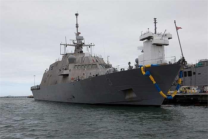 Các động cơ cho phép tàu di chuyển với vận tốc tối đa đạt 45 hải lý, tương đương 83 km/h