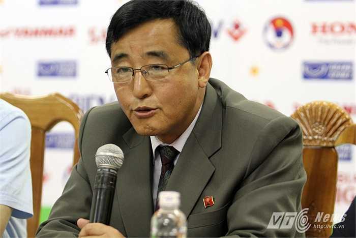 Ông Kim Chang Bok mới dẫn dắt Đội tuyển Triều Tiên hơn một tháng và ông không nắm được nhiều thông tin về đội tuyển Việt Nam.
