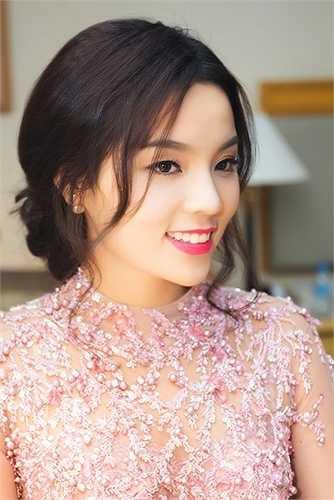 Cái tên Nguyễn Cao Kỳ Duyên bắt đầu 'nóng' sau khi nhận được danh hiệu Hoa hậu Việt Nam 2014