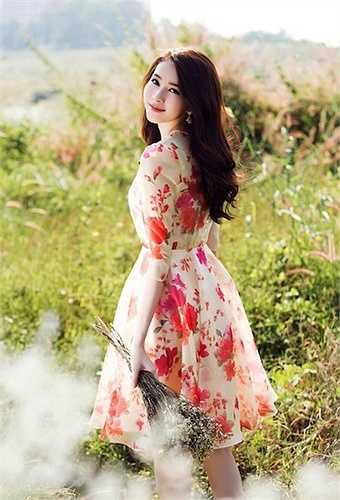 Kể từ khi đăng quang hoa hậu năm 2012 đến nay, Thu Thảo luôn trung thành với hình ảnh trong sáng, hiền lành và cả an toàn, song cô không hề tạo cảm giác nhàm chán với người hâm mộ