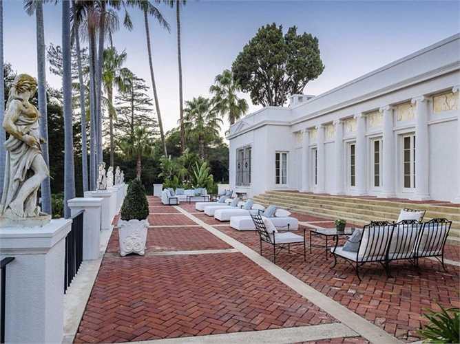 Một năm trước, căn biệt thự này được ra bán với giá lên tới 35 triệu USD