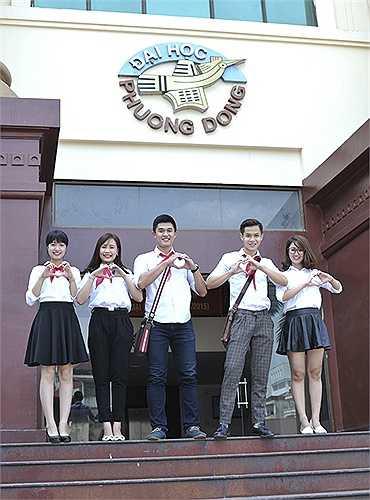 Bộ ảnh còn thể hiện sự trẻ trung của những sinh viên ĐH Phương Đông
