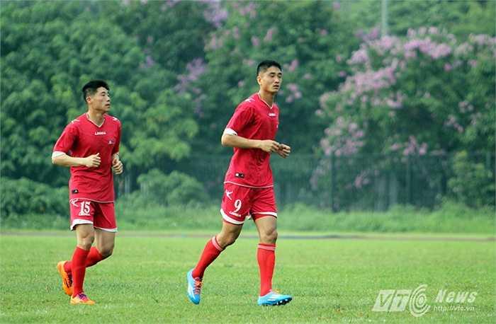 Đêm qua 14/5, Đội tuyển CHDCND Triều Tiên đã có mặt ở Hà Nội để chuẩn bị cho trận đấu giao hữu với ĐT Việt Nam.