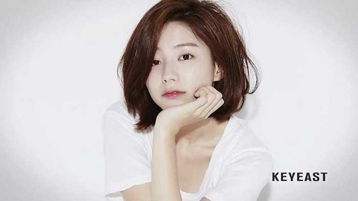 Hồ sơ tình ái của cô cũng không kém cạnh Bae Yong Joon.