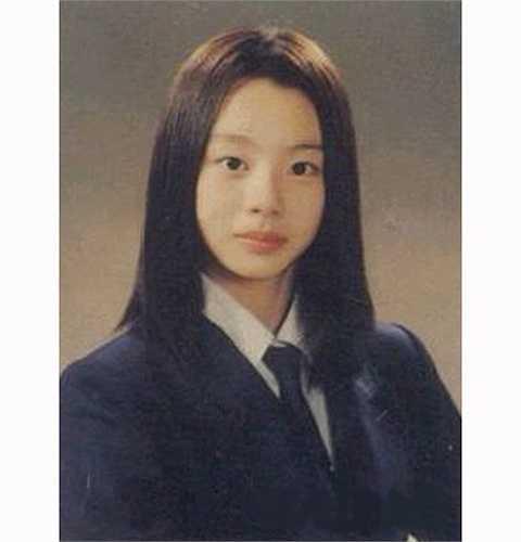 Ảnh thời đi học cho thấy Park Soo Jin có nét đẹp hài hòa trên gương mặt.