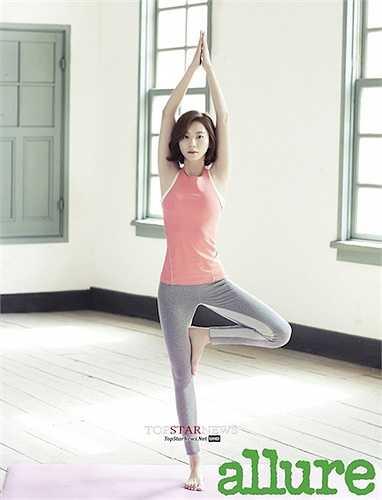 Vóc dáng của Park Soo Jin mảnh mai.