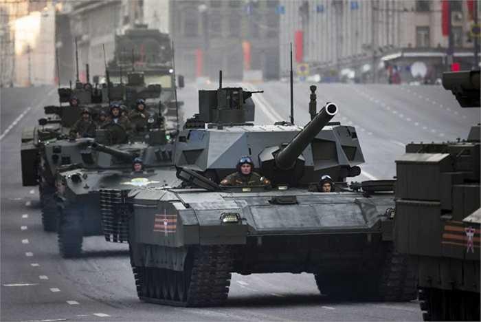 Nga. Số binh lính: 766.000 Số tiền chi cho quân sự: 60 tỷ USD. Mặc dù chưa thể so sánh về số tiền bỏ ra cho quân sự với Hoa Kỳ nhưng không một ai có thể coi thường sức mạnh quân sự của Nga
