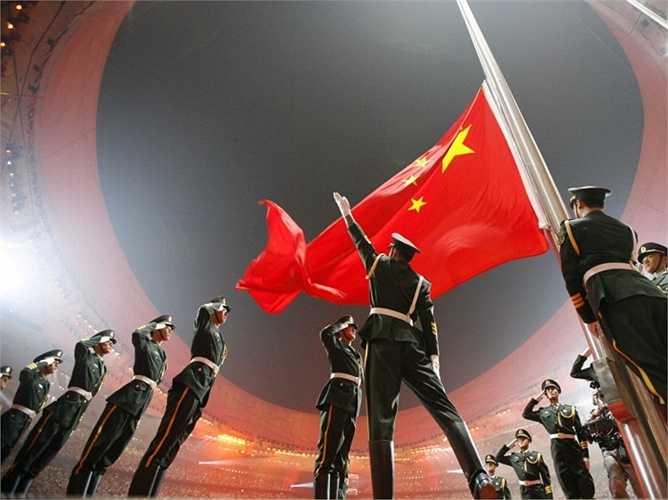 Trung Quốc. Số binh lính: 2.330.000 Số tiền chi cho quân sự: 145 tỷ USD. Bên cạnh 2 cường quốc Nga và Hoa Kỳ, Trung Quốc cũng đang cho thấy sự phát triển của quân sự với số lượng binh lính đông đảo nhất thế giới