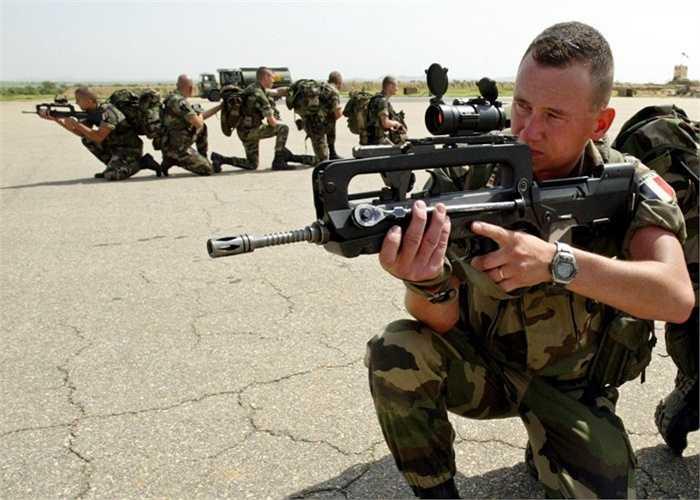 Pháp. Số binh lính: 203.000 Số tiền chi cho quân sự: 40 tỷ USD. Pháp sở hữu công nghệ chế tạo vũ khí hàng đầu thế giới và họ có thể tự tạo ra một lực lượng quân sự đẳng cấp mà không cần chi quá nhiều tiền