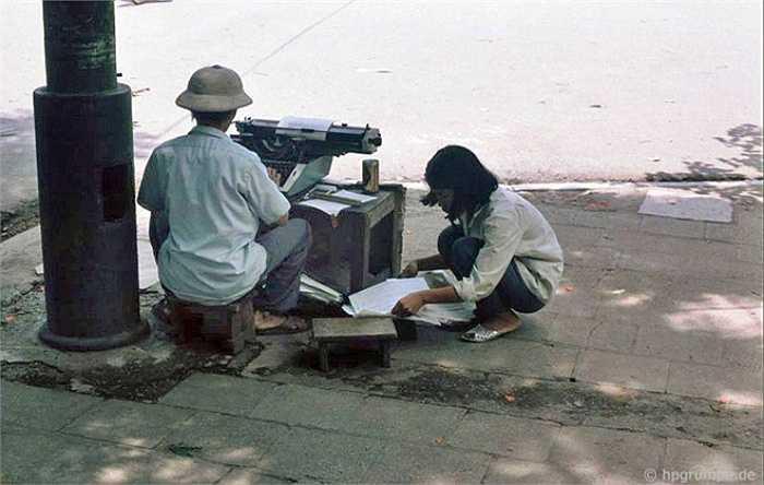 Nghề đánh máy thuê ăn nên làm ra vào thời kỳ máy tính chưa phổ biến.
