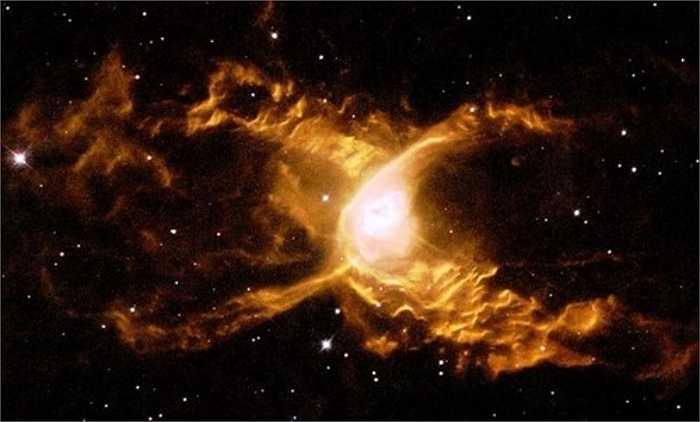 Vũ trụ luôn khiến con người say mê khám phá, trong đó các hình ảnh thiên hà bí ẩn là đối tượng được theo dõi nhiều nhất. Đây là ảnh chụp tinh vân nhện đỏ, cách Trái đất 3.000 năm ánh sáng xuất hiện trong không gian vô cùng ma quái.