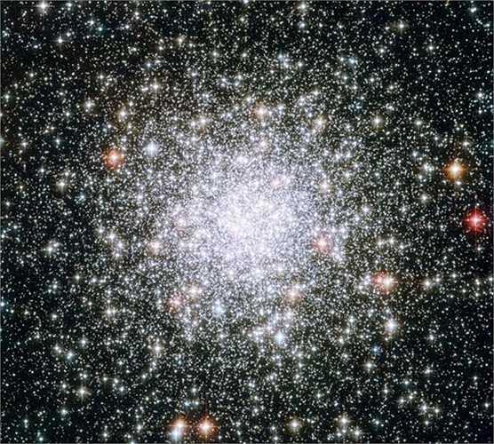 Messier 69 là cụm sao cầu trong chòm sao Nhân Mã. Nó nằm cách Trái đất 29.700 năm ánh sáng và có bán kính 42 năm ánh sáng, là một trong những cụm sao cầu giàu thành phần kim loại.