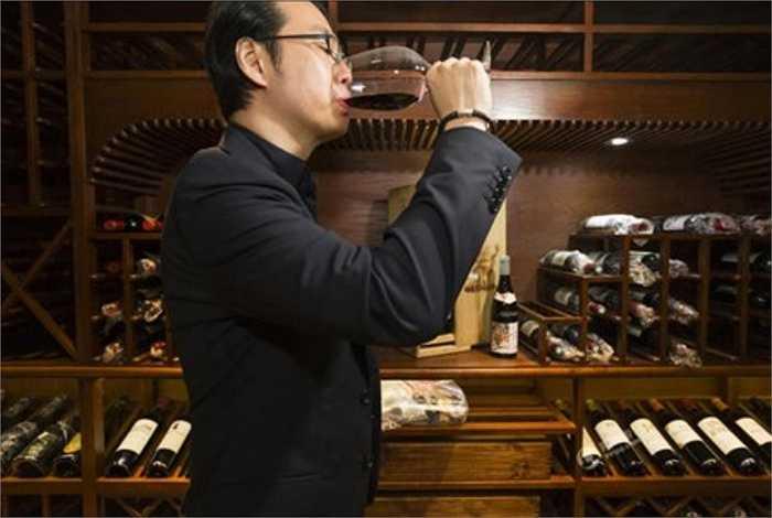 Hầm rượu của nhà giàu Trung Quốc đầy ắp rượu thượng hạng.