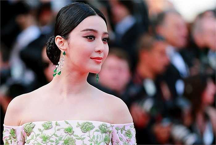 Phạm Băng Băng và Lý Nhã Kỳ là hai kiều nữ Châu Á nổi bật tại LHP Cannes lần thứ 68.