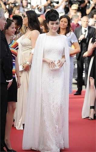 Lý Nhã Kỳ xuất hiện lộng lấy tại Cannes.