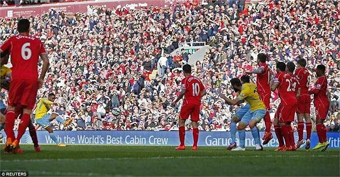 Liverpool là đội bóng có bàn dẫn trước, nhưng Crystal Palace có bàn gỡ hòa 1-1 ở phút 43 nhờ cú sút phạt trực tiếp tầm trung đẹp mắt của Puncheon