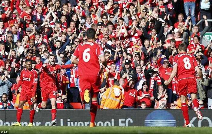 Các cầu thủ Liverpool ăn mừng bàn thắng duy nhất mà Adam Lallana ghi được.