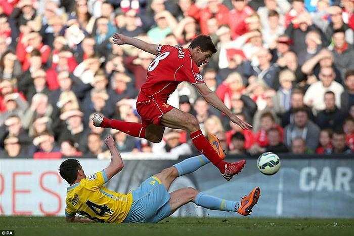 Phong cách thi đấu mạnh mẽ quen thuộc trong suốt sự nghiệp của huyền thoại Liverpool