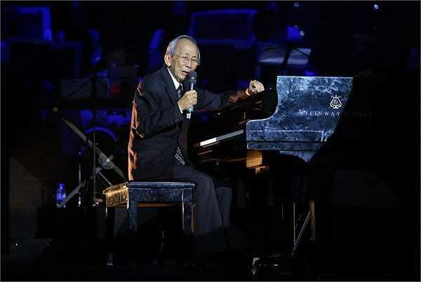 Kết thúc show diễn, khán giả đã đứng dậy mãi không muốn về, họ muốn tiếp tục được nghe nhạc sĩ Nguyễn Ánh 9 đàn, muốn được nhìn thật lâu hơn người nhạc sĩ tài hoa, đa cảm ấy.