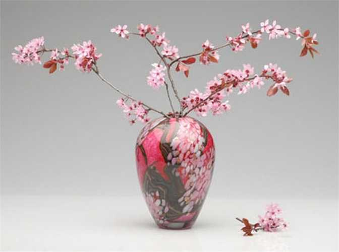 Không nên trồng hoa đào trước ngõ. Hoa đào trước nhà là hình ảnh của người thiếu phụ tựa cửa đợi người tình trong mộng.