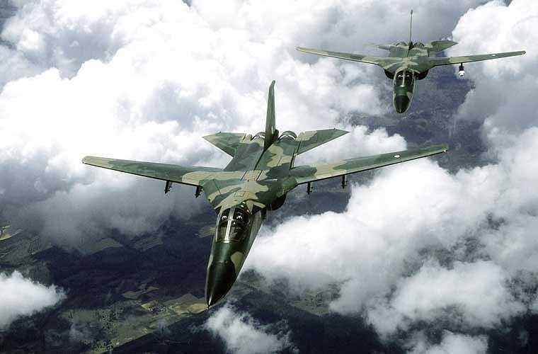 Đầu năm 1968, Mỹ bắt đầu đưa máy bay F-111 vào thử nghiệm tại chiến trường Việt Nam. Thời điểm đó, đây là mẫu máy bay chiến đấu hiện đại nhất của công nghiệp quốc phòng Mỹ, có giá đặt hơn cả siêu pháo đài bay B-52. F-111 khi đó sở hữu những tính năng ít loại máy bay nào có trên thế giới. Ví dụ như khả năng bay bám địa hình ở độ cao cực thấp (khoảng 70m) nhờ radar địa hình, điều khiển tự động.