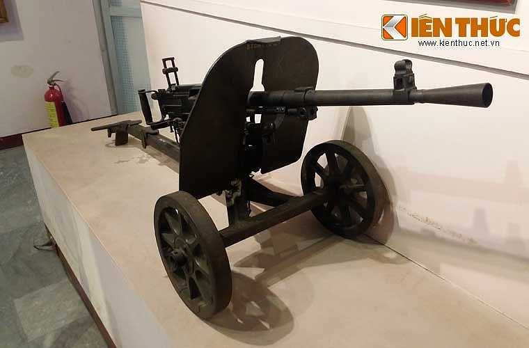 K53 là cách gọi của Việt Nam với khẩu súng máy Type 53 do Trung Quốc sản xuất, viện trợ cho bộ đội Việt Nam sử dụng. Khẩu Type 53 vốn là phiên bản sao chép mẫu súng máy SG-43 Goryunov do Liên Xô thiết kế, sản xuất từ năm 1943.