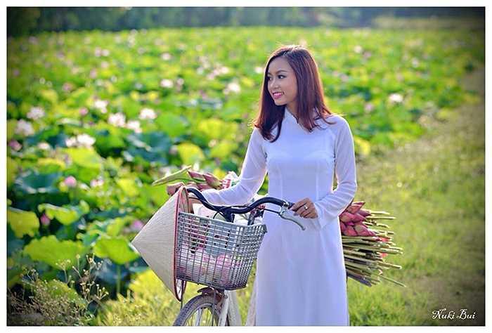 Địa điểm được lựa chọn là một đầm sen ở Bắc Ninh với khung cảnh thôn quê, dân dã