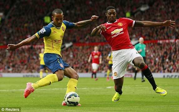 Theo Walcott gỡ hòa cho Arsenal