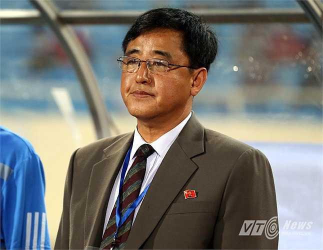 Còn HLV Kim Chan Bok không giấu được sự ấn tượng của riêng ông đối với tiền đạo số 9 của Việt Nam. (Ảnh: Quang Minh)