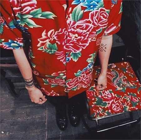 Chị Thúy, chủ cửa hàng thời gian trên phố Hoàng Cầu (Hà Nội) cho biết, loại vải họa tiết chăn con công có giá dao động từ 100.000 đồng một m vải, khổ 1,5m