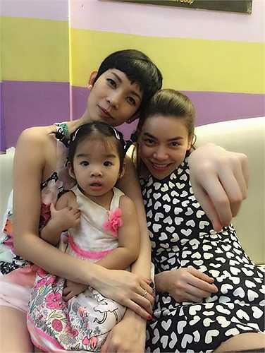 Cuối tuần, cả hai mẹ con Xuân Lan cùng đi chơi với Hà Hồ và Subeo.