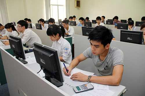 Thí sinh tham dự kỳ thi đánh giá năng lực của Đại học Quốc gia Hà Nội (Ảnh: Bùi Tuấn)