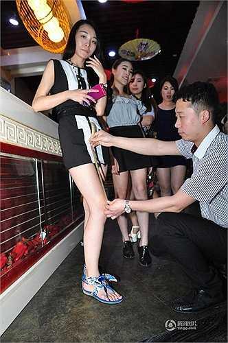 Một nhà hàng lẩu ở Tế Nam (Trung Quốc) đã đưa ra chương trình khuyến mại đặc biệt. Theo đó, phụ nữ nào đến nhà hàng này mặc váy ngắn sẽ được giảm giá