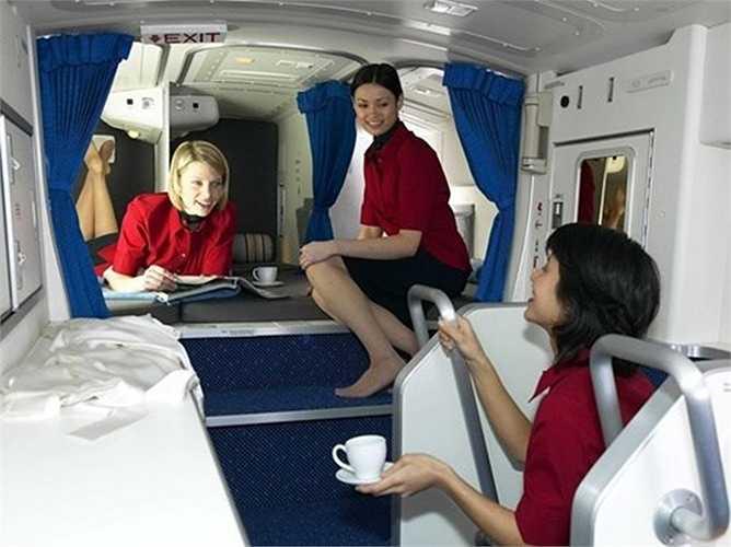 Những căn phòng bí mật bên trong máy bay là dành riêng cho thành viên phi hành đoàn. Khu vực nghỉ ngơi dành riêng cho phi hành đoàn trên máy bay Boeing 777.