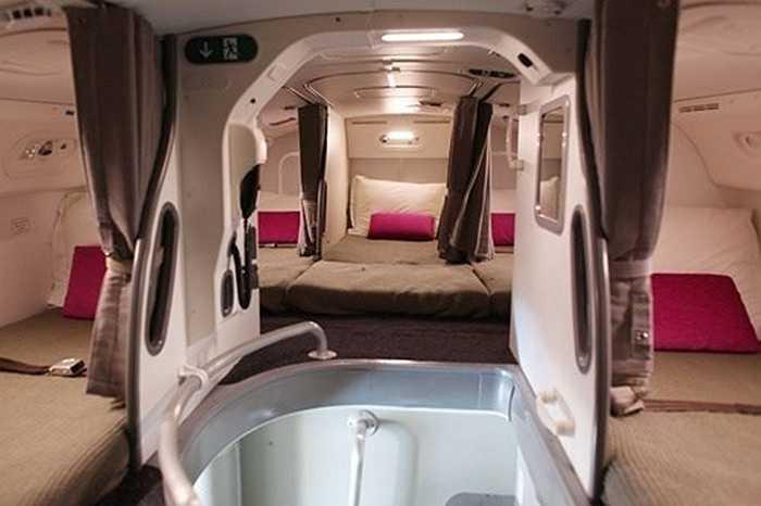 Phòng ngủ dành cho tiếp viên trên máy bay Boeing 787.