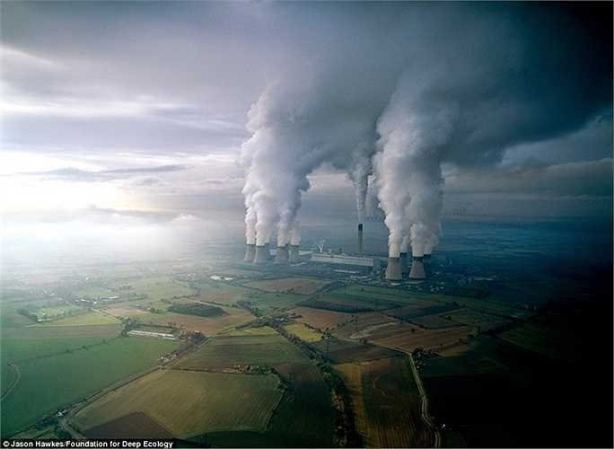 Ô nhiễm không khí tại một nhà máy điện đốt than ở Vương quốc Anh nặng đến nỗi người ta còn không thể thở nổi mỗi khi tới gần khu vực này.
