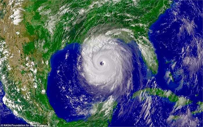 Một trong những cơn bão mạnh nhất và thảm khốc nhất trong lịch sử nước Mỹ, cơn bão Katrina (2005) nhìn từ vệ tinh.