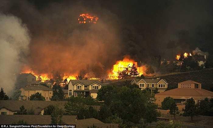 Cháy rừng thường xuyên hơn và mạnh hơn tại Colorado, Mỹ hay cũng như những nơi khác là hệ quả do Trái đất nóng lên.