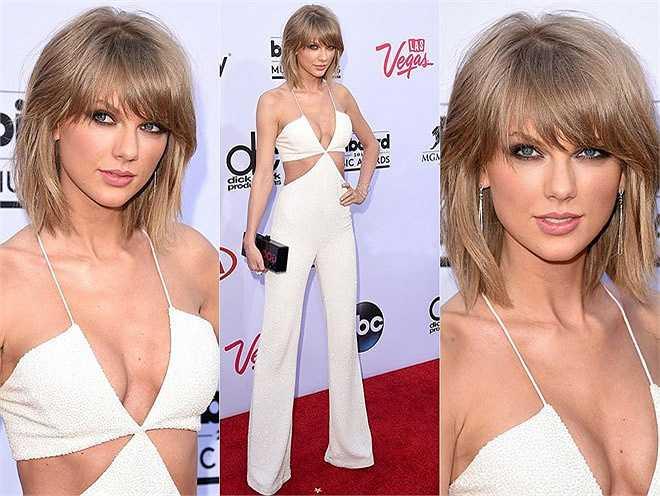 Taylor Swift diện bộ jumpsuit trắng của Balmain khi tới sự kiện diễn ra ở sân vận động MGM Grand Garden Arena, Las Vegas, Nevada, Mỹ hôm 17/5
