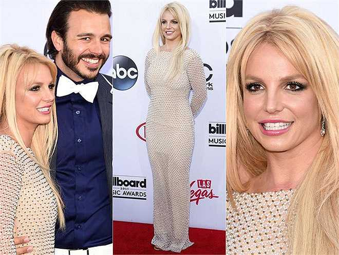 Britney Spears diện bộ váy kem. Cô tới cùng bạn trai - nhà sản xuất truyền hình Charlie Ebersol.