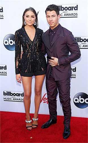 Hoa hậu Hoàn vũ 2012 Olivia Culpo bên bạn trai Nick Jonas.